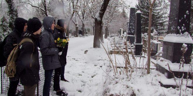 Kegyeleti látogatás az óbudai temetőben